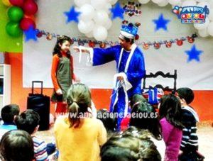 4.- Los niños participan al contratar un mago en una fiesta infantil