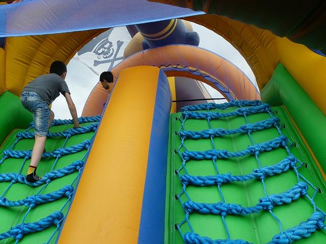 Contratar Castillos Hinchables Wipeout para fiestas infantiles