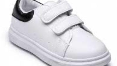 Qué tipo de zapatos deben usar los niños para una fiesta