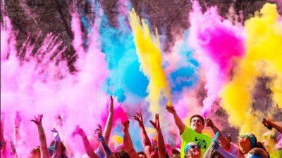 Las mejores fiestas temáticas con polvos fluorescentes